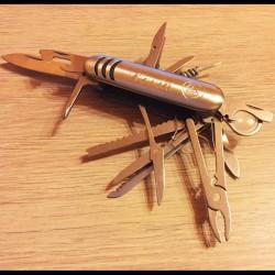 Couteau multifonctions (17 accessoires)
